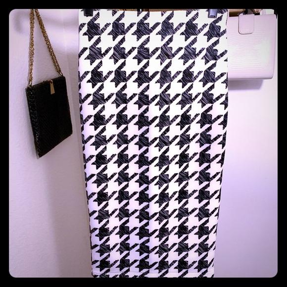 H&M Dresses & Skirts - Houndstooth high waisted skirt